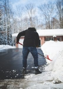 6 Shoveling Snow Safety Tips This Winter