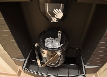 Types of Ice Makers: Commercial Ice maker