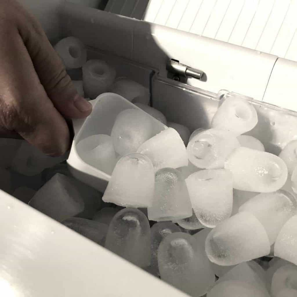 portable ice maker produces bullet ice